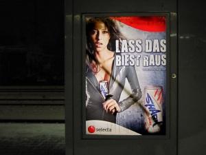 Shark Energy Drink, Selecta Betriebsverpflegungsgesellschaft, gesehen am Salzburger Hauptbahnhof, Feb 2012